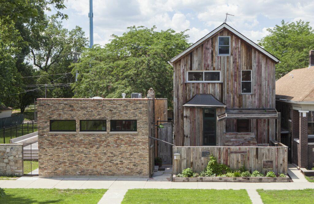 Dorchester Projects, Chicago, 2014. Image: Sara Pooley. Courtesy Rebuild Foundation.